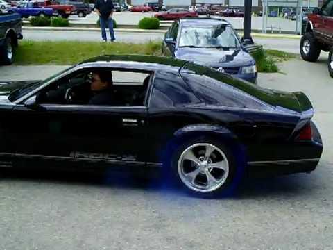 Blue Smoke Burnout 1988 Camaro IROC-Z - YouTube
