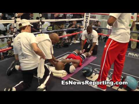 Floyd Mayweather Working Out At His Boxing Club in Las Vegas Image 1