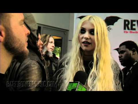 TAYLOR MOMSEN Black Carpet Interview Music Videos