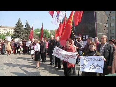 Eastern Ukraine shows support for Russia during May Day celebrations