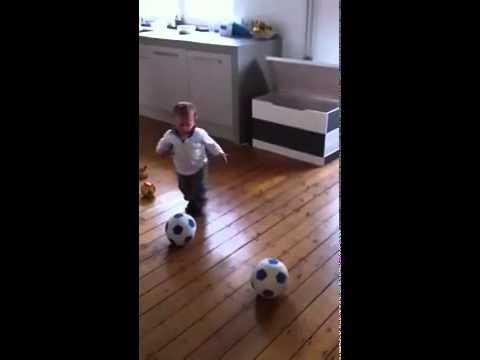 الطفل المعجزة الذي وقع مع نادي فينو الهولندي