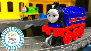 Thomas the Tank Engine Trackmaster Push Along Crashes