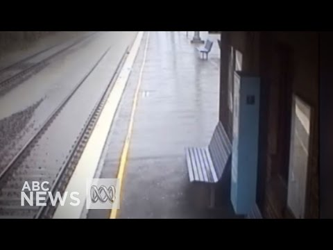 Timelapse shows Sydney train station flooding