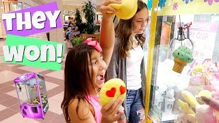 WiNNiNG SQUiSHiES iN SQUiSHY CLAW MACHiNES AT THE MALL! THERE'S SO MANY!