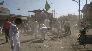Muslim Youth Clean the Streets on Eid Miladun Nabi   in Khandwa