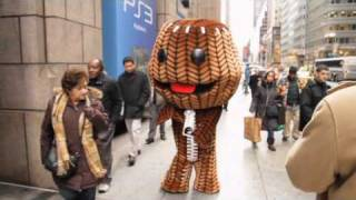 Trailer - LITTLE BIG PLANET 2 Guiness World Records Event: Sackboy Takes Manhattan