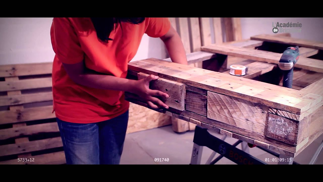 Table en palette par l 39 acad mie du bricoleur youtube - Fabriquer une table basse en palette ...