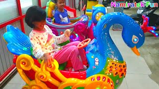 bermain mainan anak balita naik odong-odong bentuk binatang lucu potong bebek angsa lucu sekali