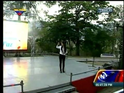 Daniela Cabello canta
