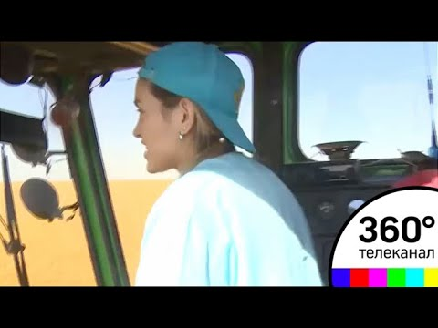 Модель из Казани 7 лет убирает урожай на полях Татарстана