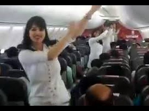 Spicejet Pilot fired on holi celebration in mid-air HD