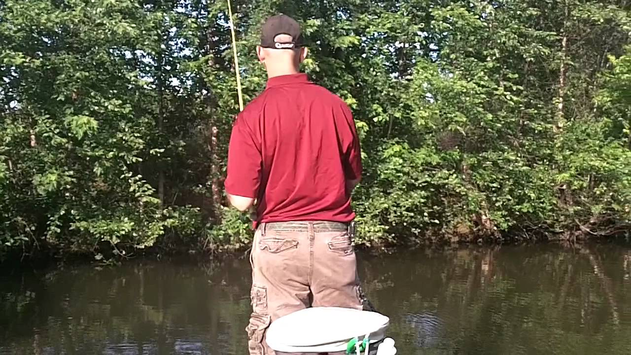 Bass fishing mississippi river pool 19 6 11 11 youtube for Mississippi out of state fishing license