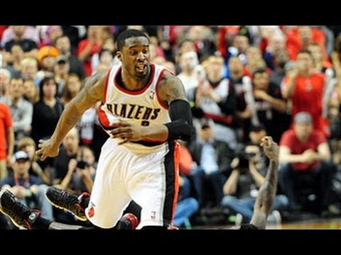 Wesley Matthews Seals Game 4 with a Steal!