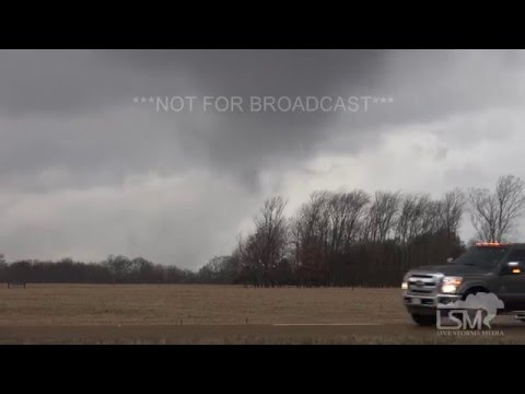 12-23-15 Sardis, Mississippi Tornado - Officials STOP I-55 Traffic!  Semi Hit