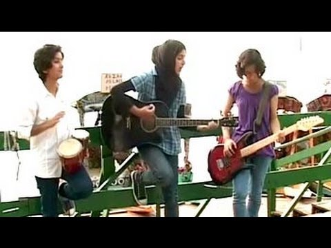 New Trend In The Valley: Kashmiri Girls Form Rock Band video