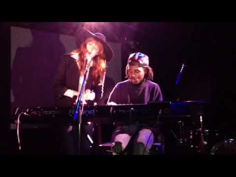 Florence Welch & Dev Hynes cover Icona Pop's 
