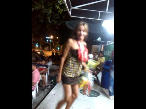 Mujer ebria bailando sexi jajaja