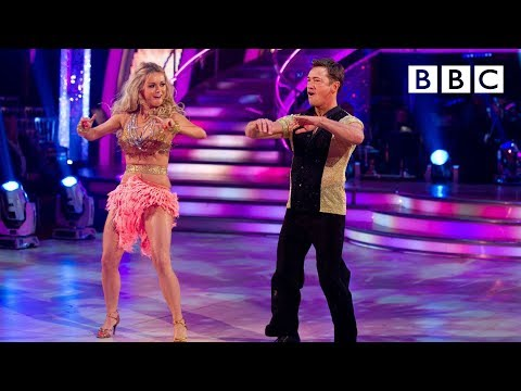 http://www.bbc.co.uk/strictly Sid Owen and Ola Jordan dance the Salsa to 'Hips Don't Lie'.