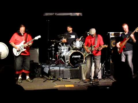 Smokin' Joe Kubek&Bnois King -Tell Me Why - 2011-06-20 - Winnipeg - Live