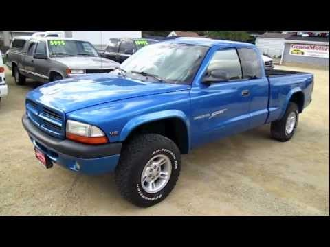 2000 DODGE DAKOTA SPORT Pickup Truck Start Up, walk around and review