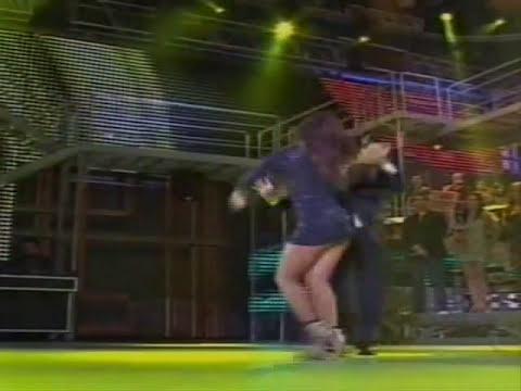 Carol Nakamura e Tibúrcio dançando no Domingão do Faustão - 02.05.2010.wmv