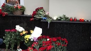 Muscovites pay tribute to the Red Army Choir after plane crash