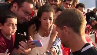 New Jersey fan cries after meeting Stevie G