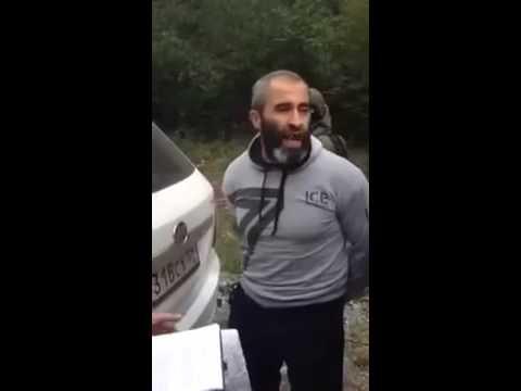 Смелый мусульманин, мусора в шоке