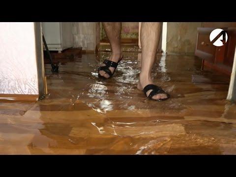 Жители шести домов посёлка Морской в Астрахани пытаются пережить потоп