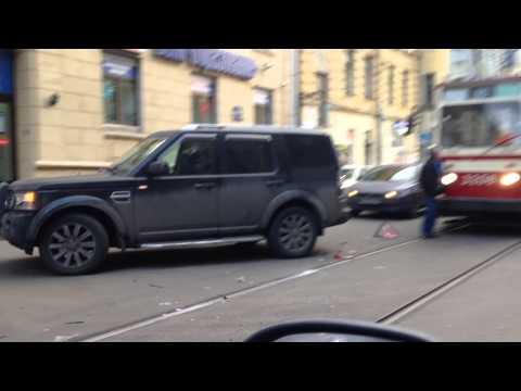 ДТП с участием Range Rover на улице Чапаева
