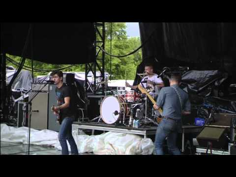 arctic-monkeys-dont-sit-down-cause-ive-moved-your-chair-lollapalooza-2011.html