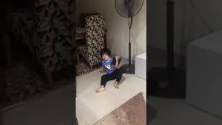 Kasihan anak ini.. Efek kebanyakan main gadget