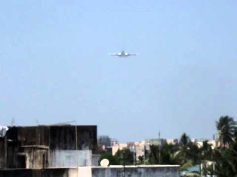 Welcome Obama: Barack Obama's AirForce One Landing in Mumbai,India- The First Flight