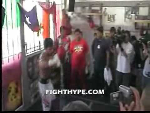 MANNY PACQUIAO WORKS THE SPEED BAG Image 1
