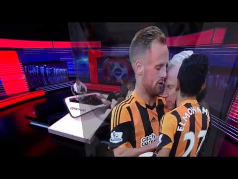 Alan Pardew vs Hull City's David Meyler (01.mar.2014)