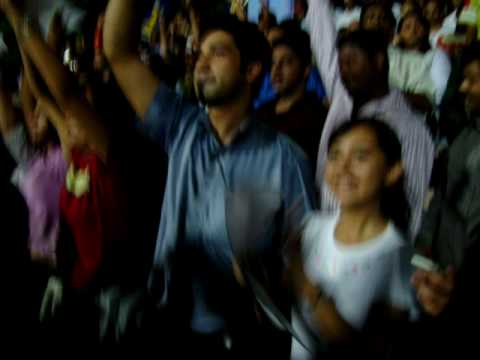 RR fans sing Halla Bol 2