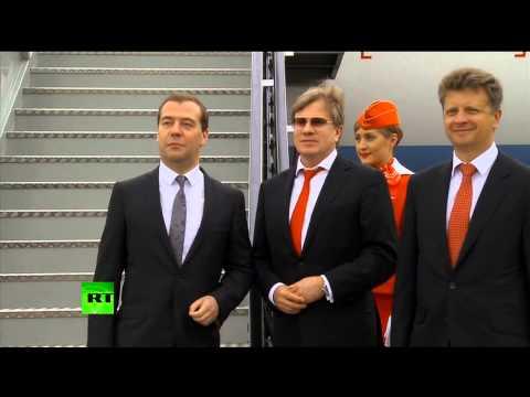 Медведев высоко оценил качество услуг первого российского лоукостера