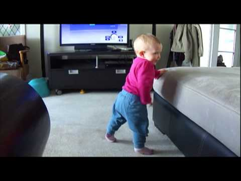 9 months old - dancing to DJ Shadow - remix