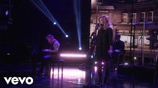 Alison Krauss - Dream of Me: (Live on The Ellen Show)