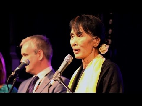 Suu Kyi recebe homenagem