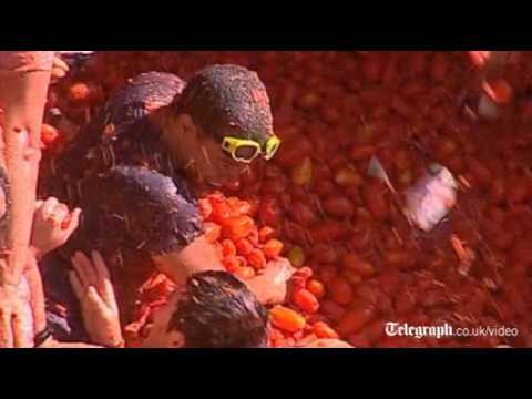 Thousands enjoy annual Tomatina tomato fight festival in Bunol, Spain