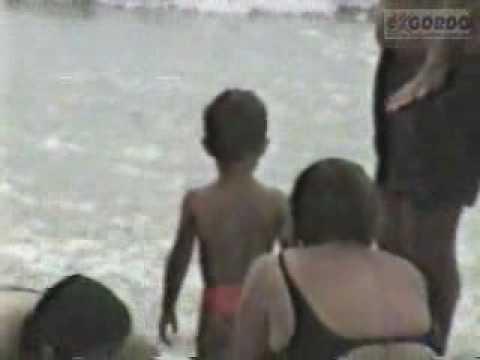 O Cid Gordo ia com a familia a praia, mas não passeava. Ficava deitado o tempo todo e a única brincadeira com o filhinho era ser enterrado. Aqui também uma cena antologica do encontro...