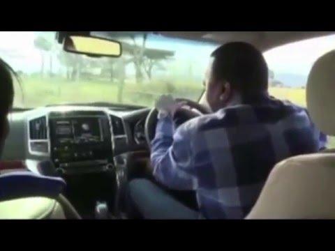 Kenyan President Uhuru Spotted Driving Without Seat Belt