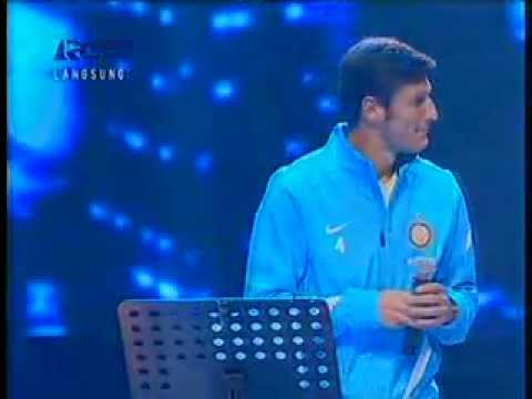 javier zanetti sing a song in indonesian idol