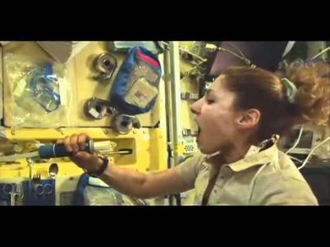 Kā dzert ūdeni kosmosā