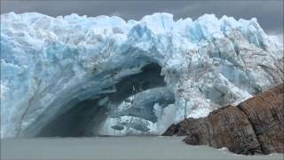Glacier bridge collapses in Perito Moreno || Viral Video UK