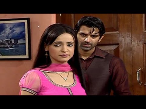 Khushi LOOKS FOR A JOB TO PAY Arnav in Iss Pyaar Ko Kya Naam Doon 26th July 2012