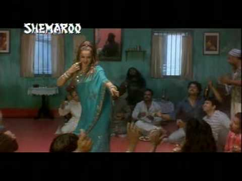 Rekha Performing in the Remix verson of Kabhi aar kabhi paar...