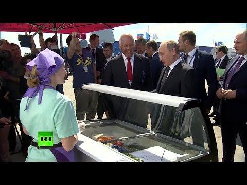 Путин угостил делегацию правительства мороженым на авиасалоне МАКС-2017