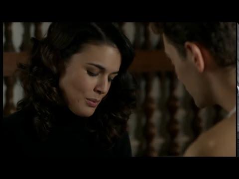 El tiempo entre costuras - Sira y Marcus, a punto de besarse